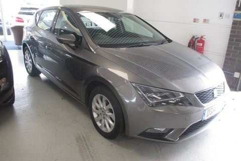 Grey SEAT Leon 1.6 TDI SE Technology 2014