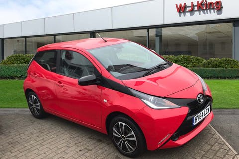 Red Toyota Aygo 1.0 VVT-i X-play 2014