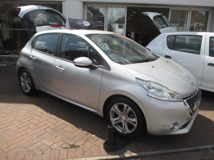 Silver Peugeot 208 1.4 Active 2012