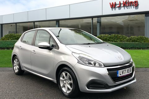 Silver Peugeot 208 1.2 Active 2017