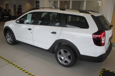 White Dacia Logan Mcv 0.9 Stepway Comfort Tce 2020