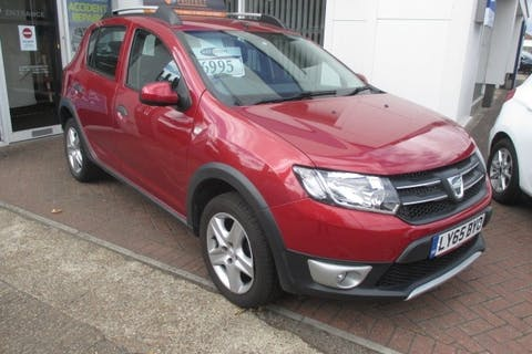 Red Dacia Sandero Stepway 1.5 Laureate Dci 2015