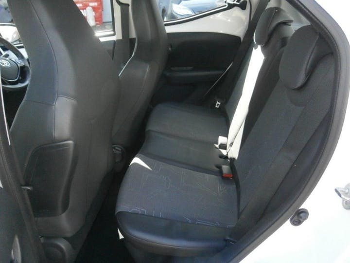 White Toyota Aygo 1.0 VVT-i X-pression 2014