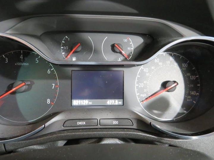 White Vauxhall Crossland X 1.2 Tech Line Nav S/S 2019