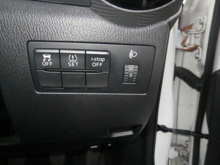 White Mazda 2 1.5 SE 2015