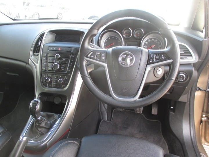 Vauxhall Astra 1.6 Elite 2013