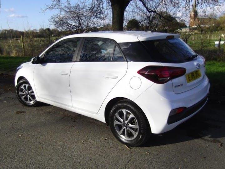White Hyundai i20 1.2 Mpi SE 2019