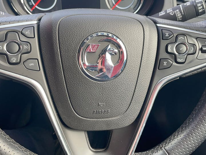 Green Vauxhall Insignia 1.4 SRi Nav S/S 2016