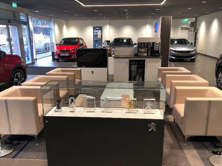 Peugeot 2008 1.2 S/S Allure 2018