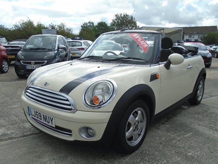 White MINI Convertible 1.6 Cooper 2009