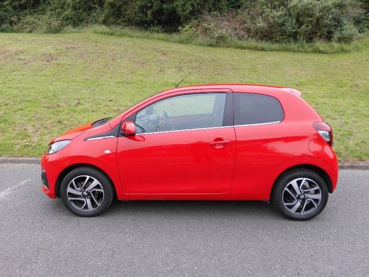 Red Peugeot 108 1.2 Puretech Allure 2016
