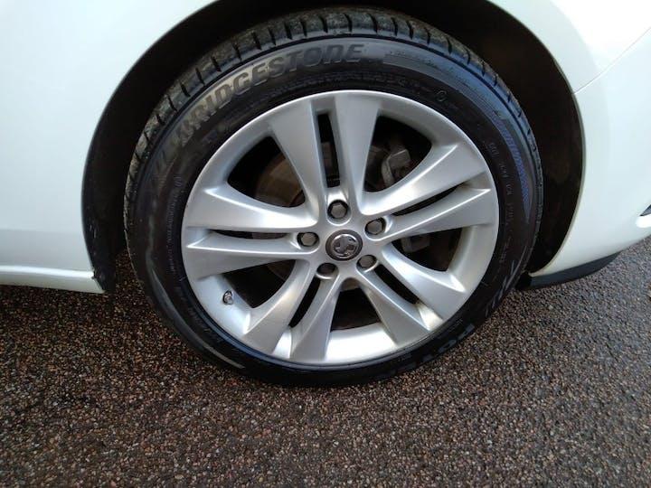 White Vauxhall Zafira Tourer 1.4 SRi 2016