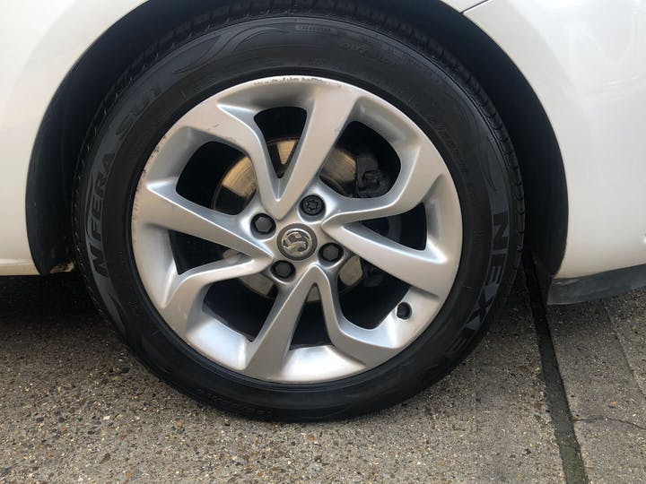 White Vauxhall Corsa 1.4 SRi Ecoflex 2016