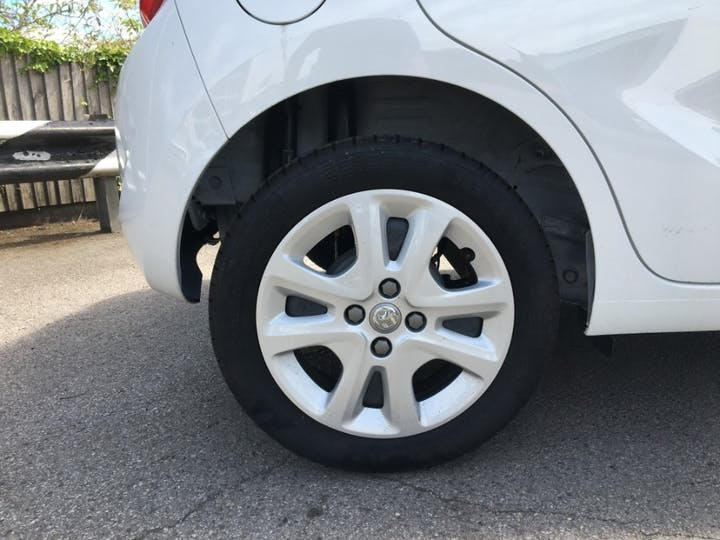 White Vauxhall Viva 1.0 SE Ac 2019