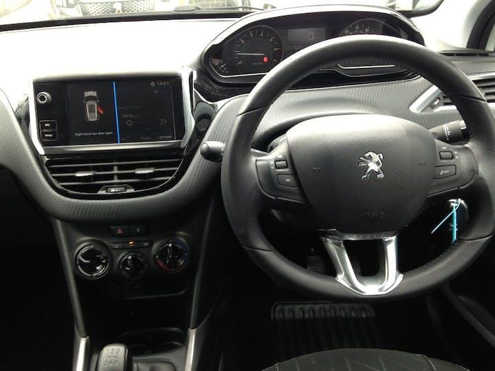 White Peugeot 2008 1.2 Puretech Active 2017